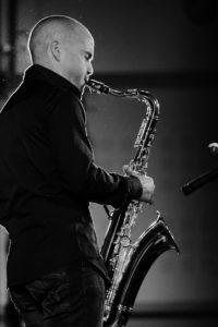 Saxophonist jazz band provence riviera